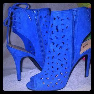 Spicy heels